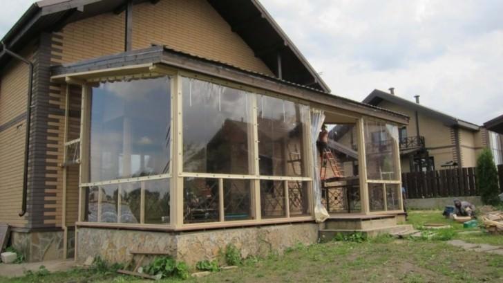 Прочные шторы из ПВХ для веранды